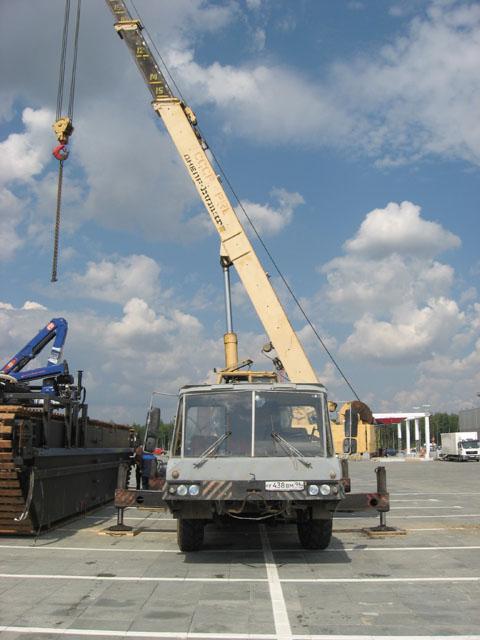 Автокран 35 тонн в работе.